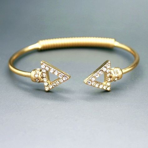The new selling high-end spring bracelets Ms fashion bracelets triangular arrowheads bracelet sent free of charge