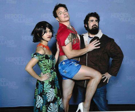 I finally met the majestic John Barrowman ✨   I was trying not to laugh 🤣  #HVFF #HVFF2017 #HeroesandVillains #HeroesandVillainsFanFest #JohnBarrowman #actor #Arrow #TheMagician #MalcolmMerlin #WonderWoman #WonderMan #DC #DCcomics #comics #cosplay #fabulous #extra #tv #television #LGBTQ #closetcosplay #SamuraiJack #SamuraiJackcosplay #Ashi #heels #Netflix