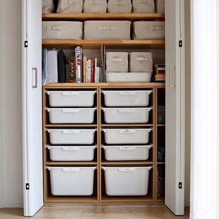 30497b22d5c 収納の折戸って #デッドスペース 生まれませんか?😂 家を建て直すなら、このデッドスペースができないよう敢えて中をふかして収納 物を取り出しやすいようにするかな。