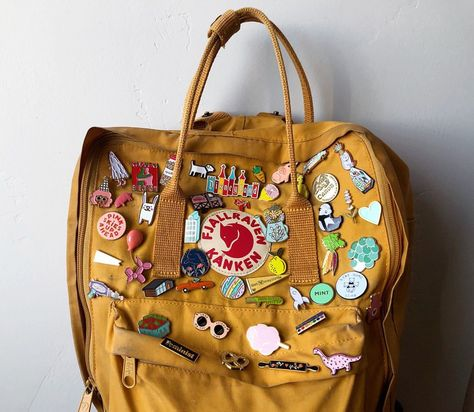 Jede Nadel an meinem Rucksack ! Die Funktion zum Markieren von Bildern wurde zu… Every needle on my backpack ! Here is a list of all the pins that are currently on my backpack: