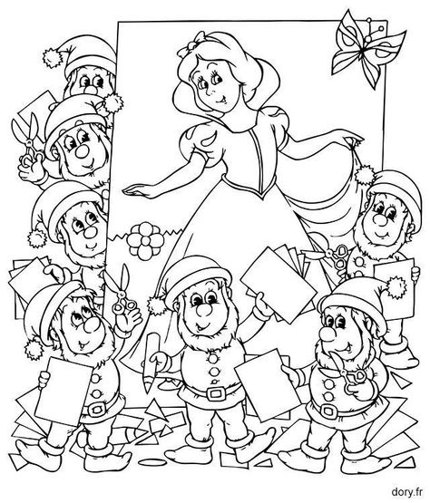 Blanche Neige Et Les Sept Nains Coloriage In 2020 Outline Art
