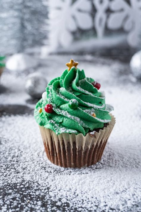 Ideas cupcakes decoration easy simple christmas trees for 2019 Christmas Tree Cupcakes, Christmas Desserts Easy, Christmas Cupcakes Decoration, Holiday Cupcakes, Christmas Snacks, Xmas Food, Christmas Cooking, Simple Christmas, Christmas Christmas