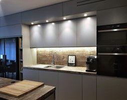 Kuchnie Lakierowane Nowoczesne Srednia Otwarta Biala Kuchnia W Ksztalcie Litery U Z Oknem Styl Nowoczesny Kitchen Cabinet Trends Kitchen Cabinets Home Decor