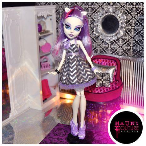 Monster High Catrine DeMew's Picnic Casket by HauntCoutureAtelier, $16.00