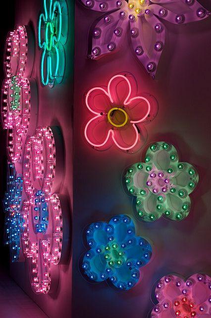 Love the neon light flowers Aesthetic Room Decor, Pink Aesthetic, My New Room, My Room, Neon Flowers, Happy Flowers, Indie Room, Room Ideas Bedroom, Bedroom Decor