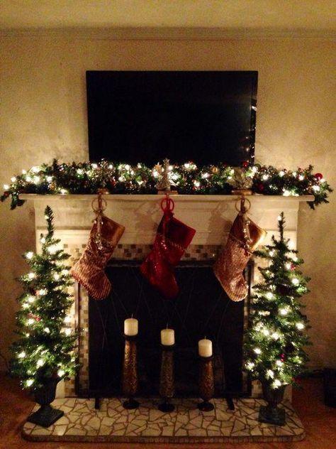 60 Cozy & Rustic Christmas Mantel Decor Ideas - Page 19 of 60,  #Christmas #Cozy #decor #fireplaceChristmasDecor #Ideas #Mantel #Page #rustic #manteldecor