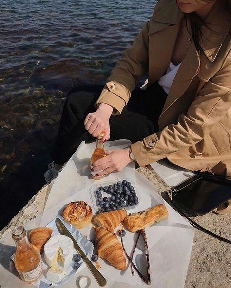 @beliukyuliya - #autorias #beliukyuliya #croissant #picnic #piquenique #wine