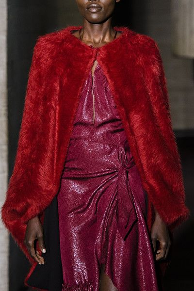 Roland Mouret, Fall 2018 - The Most Colorful Runway Details From London Fashion Week, Fall 2018 - Photos
