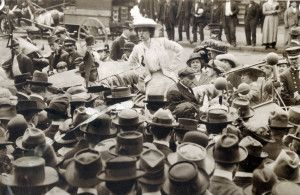 Kate Richards O'Hare addresses crowd in front of the St. Louis Court House, National Women's Suffrage Day, 2 May 1914.