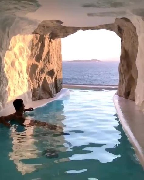Cave to Go is a luxury cave hotel in Mykonos Greece. Is it expensive? Use our travel budget calculator to save!  #luxury #mykonos #greece #budget #cave #resorts