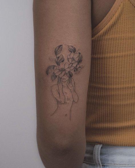 One from out last flash day 🌸 ....#fineline #finelinetattoo #qttr #tattoo #btattooing #surrealism