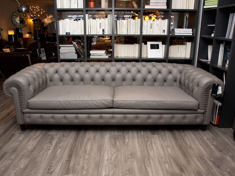 Divano In Pelle Frau.Poltrona Frau Chester One Sofa By Renzo Frau Grey Leather Chaplins