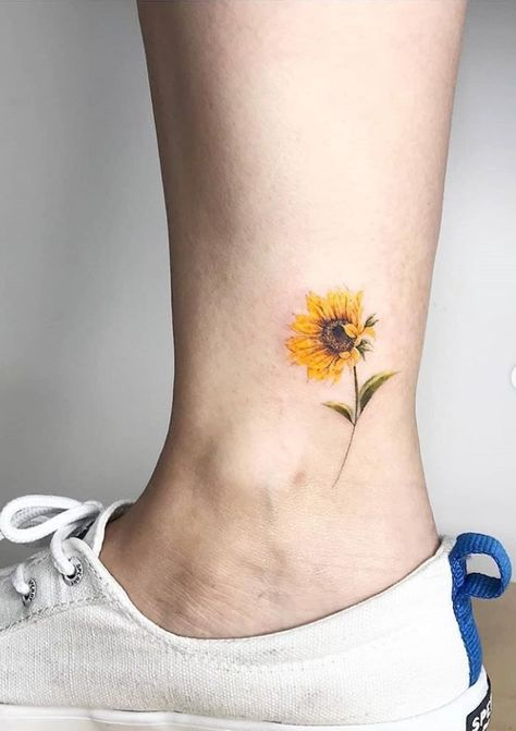 Small unique foot tattoo design for woman, meaningful tattoo ideas, tiny foot tattoo design, pretty foot tattoo , First tempt to make Tattoos on foot,  Tattoos on foot, simple Tattoo ;  Beautiful Tattoos; Sex foot Tattoos, Body Painting, tattoo designs #Tattoo #Foot #unique
