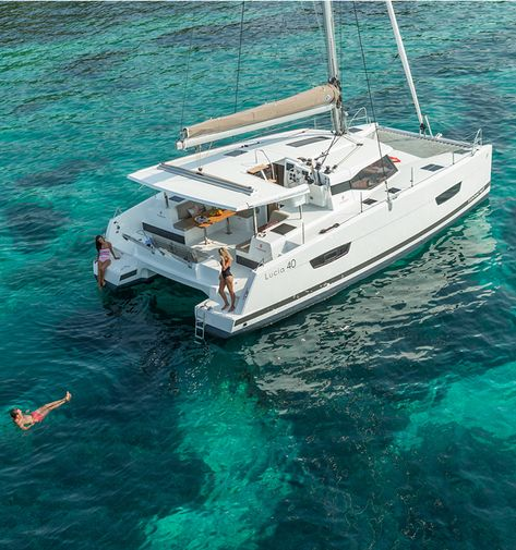 Luxury Catamaran Sailboat Isla 40 - Fountaine Pajot
