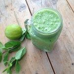 Groene smoothie met munt en limoen