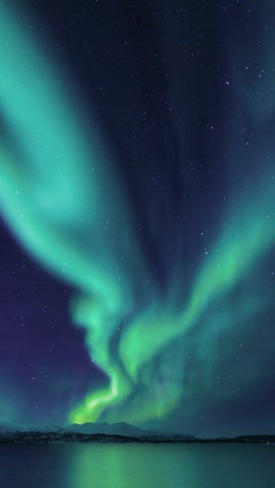 6 Best Places In The World To See The Northern Lights Modern Trekker Northern Lights Wallpaper Northern Lights Photography Aurora Borealis Painting