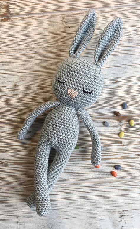 Schöne Amigurumi Hase perfekt weich Kuscheltier für Ihr Kind. Farben: Sie können zwischen 4 Farben wählen, aber wenn Sie Ihre persönliche Farbe, kontaktieren Sie mich, gibt es eine große Auswahl. Dies ist auf Bestellung. **** Größe: Die Größe ist etwa 36 cm (14 Zoll) mit Ohren.