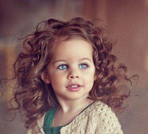 Coiffure pour petite fille cheveux frises