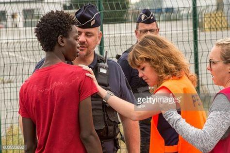 A head of mission at the Nord-Pas-de-Calais prefecture speaks to... #nordtorpa: A head of mission at the Nord-Pas-de-Calais… #nordtorpa