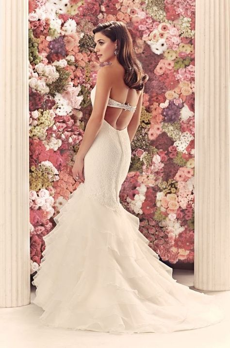 Robe de mariée haute couture, dos nus avec détail en dentelle, pour être la star de votre mariage sur le thème du cinéma
