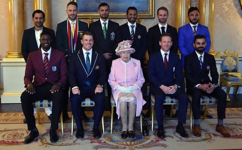 The Captains Pose With Queen Elizabeth Ii At The Buckingham Palace In London Cwc19 Buckingham Palace World Cup Teams Queen
