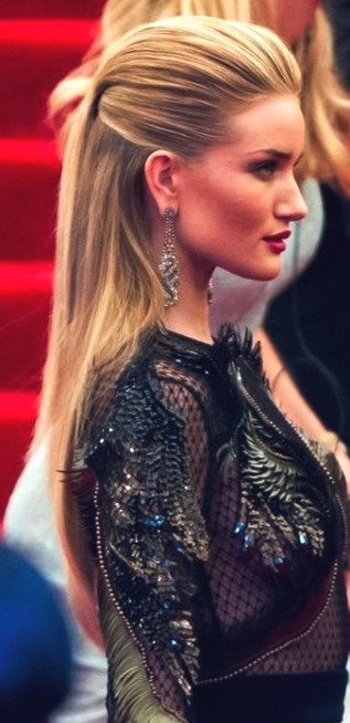 30 Adorable Ponytail Hairstyle Dailyfeedpins Com Hairstyle Ponytail Potyt Celebrity Hairstyles Red Carpet Party Hairstyles For Long Hair Womens Hairstyles