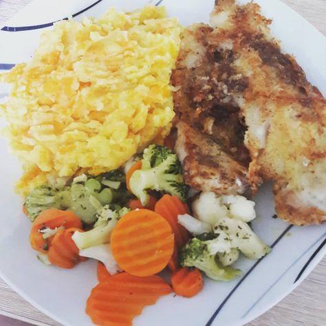 Hallo zusammen.  Es ist schon wieder #mittelfingermittwoch und das heißt das auch mein Urlaub bald wieder vorbei ist.   Wir waren diese Woche schon super fleißig und haben das Kinderzimmer fast fertig gemacht. Es fehlt nur noch die Deckenverkleidung. Die #familienplanung kann also starten  Und zur Belohnung gab es dieses fabelhafte Abendessen - Seelachsfilet mit Kartoffel-Möhren-Pürree und Gemüse #foodporn  #abnehmen #gesundleben #fitness #healthyfood #fisch #kalorienzählen #couplegoals #julesco
