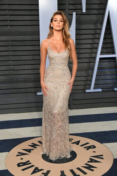 BEVERLY HILLS CA - MARCH Hailey Baldwin attends the 2018 Vanity Fair Oscar Party hosted by Radhika Jones at Wallis Annenberg Center for the Performing Arts on March 4 2018 in Beverly Hills California. (Photo by Jon Kopaloff/WireImage) Gala Dresses, Event Dresses, Formal Dresses, Sheath Dresses, Spring Dresses, Club Dresses, Bridesmaid Dresses, Vestidos Fashion, Fashion Dresses