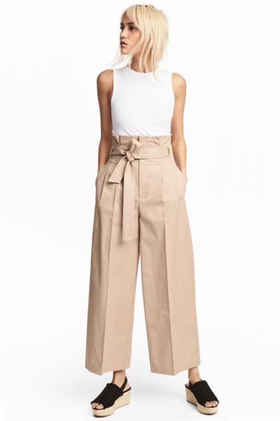 Pantalon Ancho Con Cinturon Beige Mujer H M Es Pantalones Anchos Pantalon Beige Mujer Pantalones De Vestir Mujer