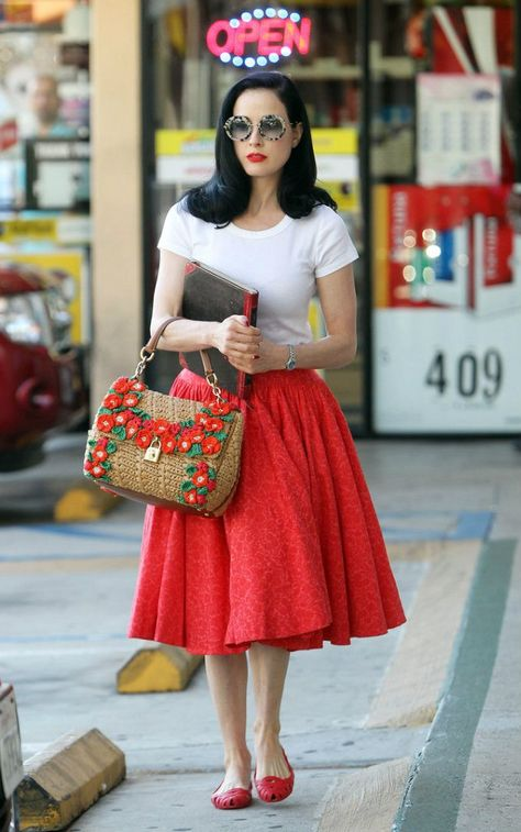 "Having the right ""roundness"" to the petticoat makes this retro, as opposed to regular midi+shirt combo, and makes it interesting."