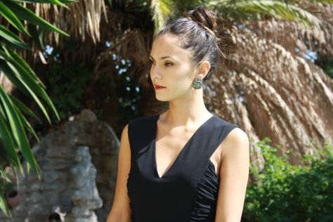 vestido negro largo para una boda de noche.