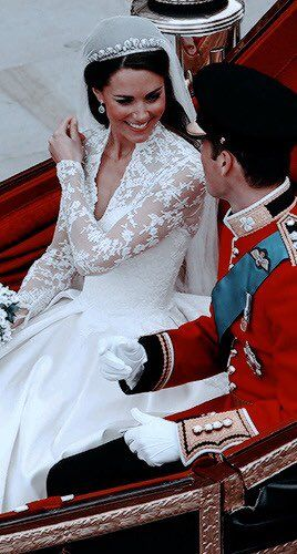 Xoxo Cambridge Stan On In 2020 Royal Wedding Gowns Kate