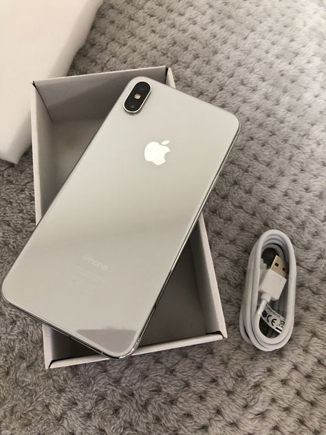 Apple iPhone XS Max- 64GB - Silver (Unlocked) A2097