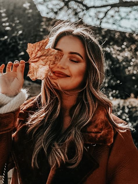Portrait Photography Poses, Photography Poses Women, Autumn Photography, Creative Photography, Photography Editing, Photo Shoot Poses, Travel Photography, Manipulation Photography, Teenage Girl Photography