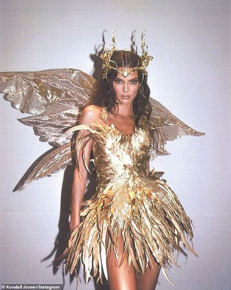 Kendall Jenner - Forest Fairy Costume for Halloween. Latest Kendall Jenner photo news and gossip. Celebrity photo news and gossip on celebxx. Forest Fairy Costume, Fairy Halloween Costumes, Halloween 2019, Diy Costumes, Photo Halloween, Halloween Inspo, Fairy Costume Womens, Fancy Dress Costumes For Women, Funny Halloween Costumes Women