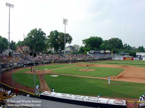 War Memorial Stadium In Greensboro North Carolina It Was The A Affiliate To The New York Yankees Dere Baseball Park Minor League Baseball Baseball Stadium
