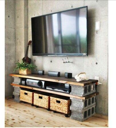 briques et planches . table et rangement - may have to paint the bricks.