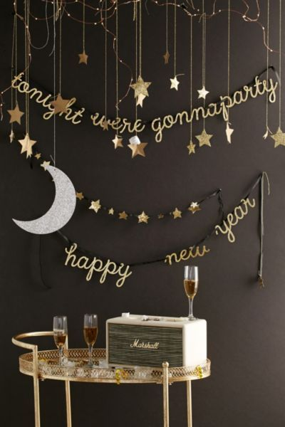 Adorable New Year S Eve Party Decorations Love The Words And Stars Diy With Images New Years Eve Decorations New Years Decorations New Years Eve Party