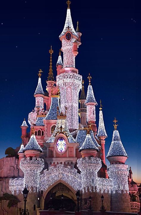 Check out my absolute favorite Disney wallpaper for iPhone and Disney wallpaper downloads! #disneywallpaper #disneywallpaperforiphone