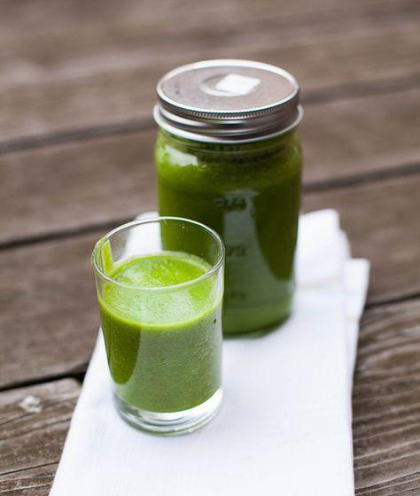 MANGO APPLE GREEN SMOOTHIE mango, apple, kale, spinach