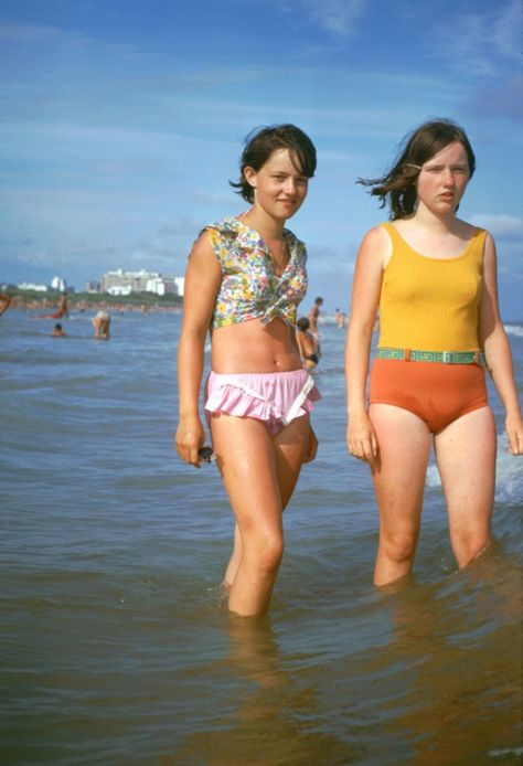 Retro Fashion The The Typical Age of Youth – A Look Back At The Daily Life of Teenage Girls