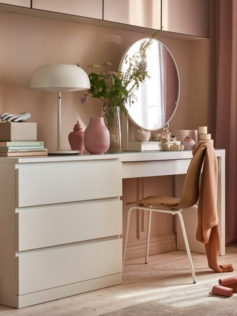 IKEA furniture is like a big blank canvas for creative minds. If you are interested in DIY Ikea hacks, here are some innovative and low budget ideas to help you along in the process. Ikea Dressing Table, Dressing Room Decor, White Dressing Tables, Dressing Table Design, Dressing Table And Drawers, Mirror For Dressing Table, Table Mirror, Glass Table, Small Room Design