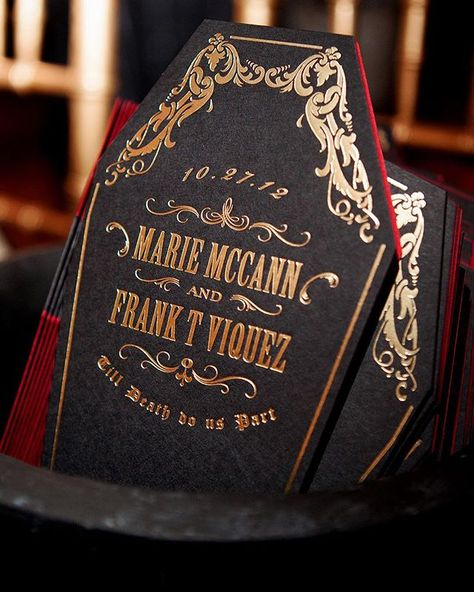 Getting in the Halloween spirit with these creepy coffin shaped wedding programs. The interior was even lined in wine red paper for a particularly macabre effect 💀 Gothic Wedding Invitations, Halloween Wedding Invitations, Spring Wedding Invitations, Wedding Invitation Design, Wedding Programs, Wedding Stationery, Halloween Wedding Centerpieces, Wedding Reception, Vampire Wedding