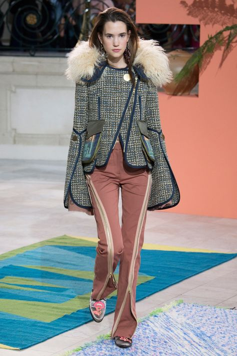 Peter Pilotto Fall 2017 Ready-to-Wear collection.Cool girl with fun by stylish pants.
