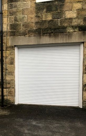 Roller Garage Door In 2020 Garage Doors Garage Doors Uk White Garage Doors