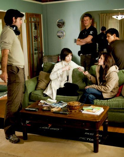 20 Behind-The-Scenes Photos That Completely Change The Twilight Movies