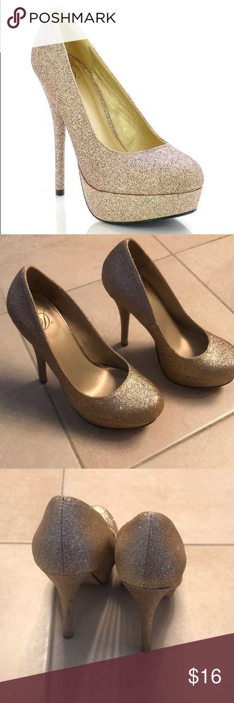 dcb84f042c32 GOLD GLITTER HEELS Size six gold glitter heels with platform five(5) inch  heel