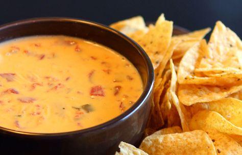 Lekkere zelfgemaakte Mexicaanse Kaas Dipsaus! Super lekker bij nachos en tortilla chips!