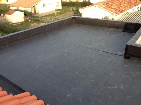 Bâche EPDM, d'épaisseur 1.2mm, pour l'étanchéité des toitures plates, toits plats ou de faible pente. Accessoires disponibles pour réaliser l'étanchéité complète de votre toiture. - Grandes largeurs sans joints, jusqu'à 7,62 m de large. - Pas de flamme lors de la pose, pas de risque d'incendie. - Stabilité thermique de -40° à +120°C. - Élasticité : plus de 430%, encore 250% après 40 ans. - Longévité exceptionnelle attendue de plus de 50 ans. - Facilité de mise en œuvre, jusqu'à 60% plus…