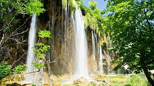 Abkuhlung Gefallig 5 Spektakulare Wasserfalle Von Bayern Bis Island Schone Wasserfalle Kroatien Kroatische Inseln